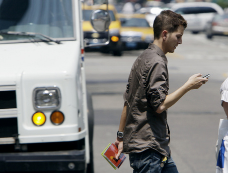 http://siliconangle.com/files/2011/10/texting-while-walking.jpg