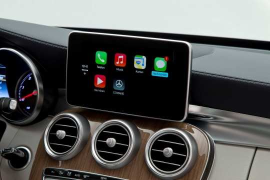 Mercedes-Apple-CarPlay-3