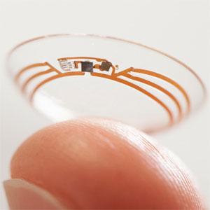 finger-holding-google-contact-lens