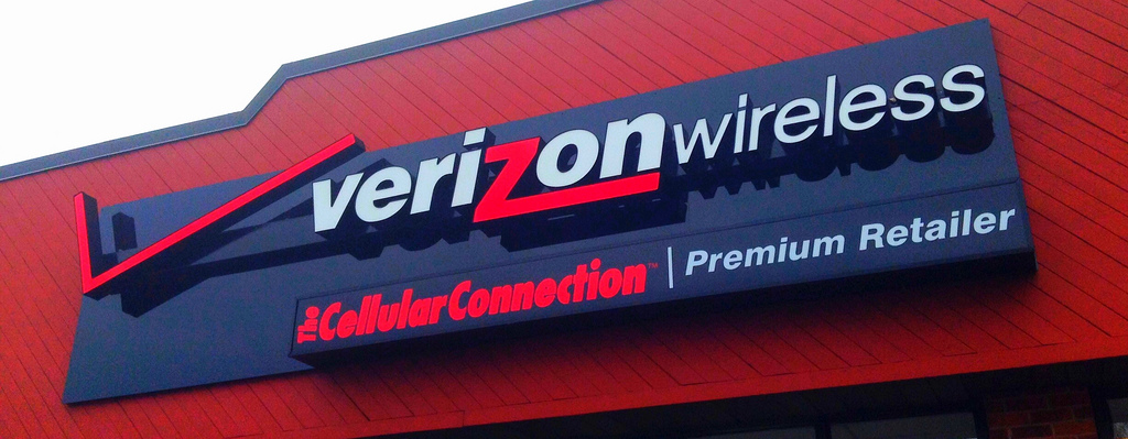 Verizon tempts mobile users with $650 per line switchover offer