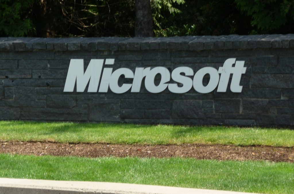Microsoft quietly launches R Server for Big Data analytics