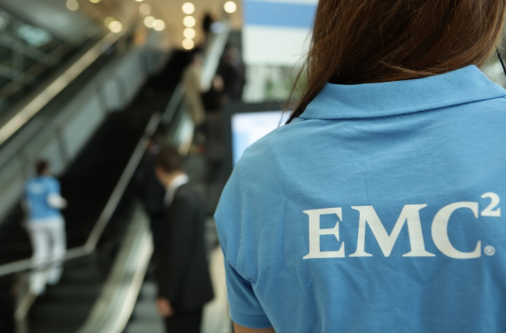 EMC reports flat Q4 as Dell takeover looms