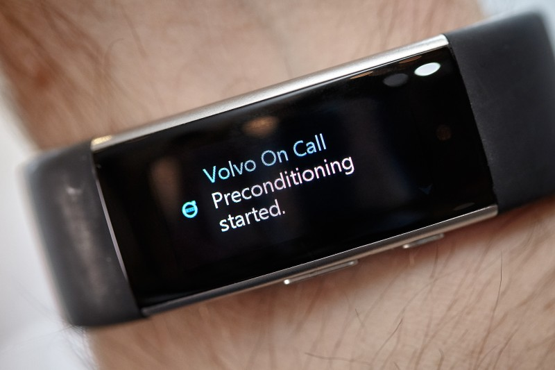 Voicecommand to car Microsoft Band 2, via Volvo