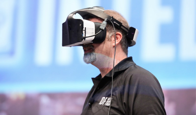 Intel enters the VR space with cordless Project Alloy headset