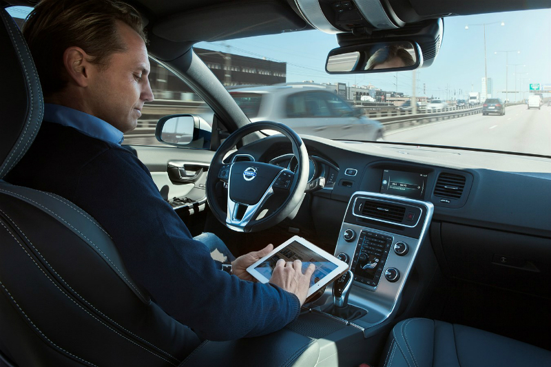 Volvo plans to sell self-driving auto in 5 years