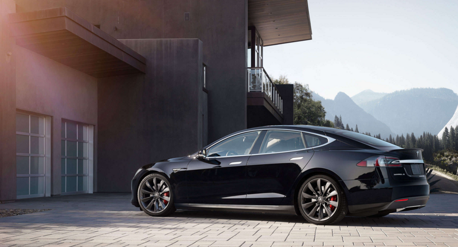 How to use Tesla's new Summon mode to park itself in your garage